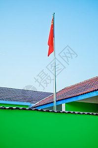 幼儿园升起的旗帜图片