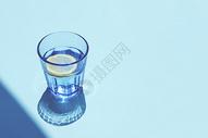 阳光下的柠檬水图片