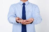 商务职业男性关怀手势图片