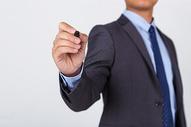 商务职业男性手持电容笔图片