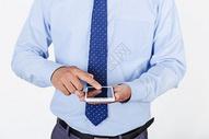 商务职业男性点击手机图片