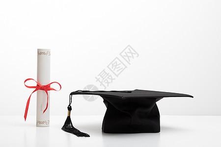 毕业证学士帽白底创意组合拍摄图片