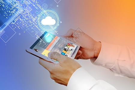 平板电脑男青年云端科技互联网图片