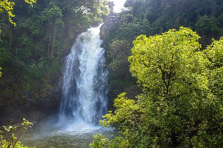 三叠水瀑布图片
