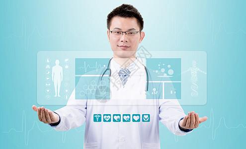 手捧医疗大屏的医生图片
