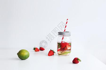 草莓柠檬梅森瓶排毒水图片
