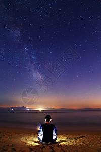 一个人与星辰大海图片