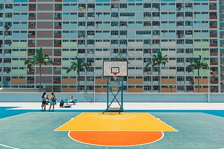 夏日彩虹村篮球场图片