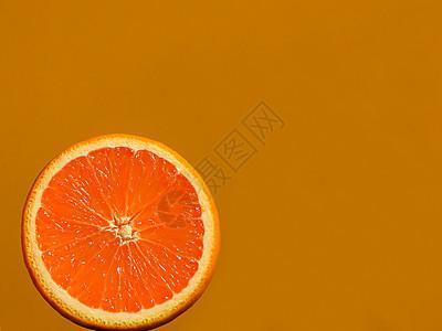纯色背景橙子切面图片