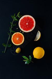 黑背景水果搭配图片