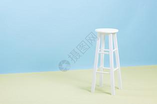 清爽拼色背景高脚椅图片