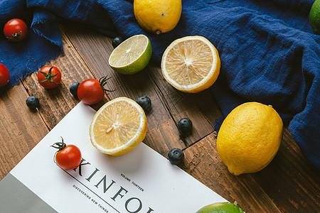 餐桌上的新鲜水果图片