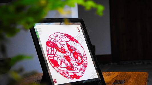 传统红色手工艺剪纸摆件图片