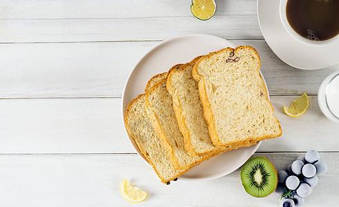 面包咖啡水果的早餐创意图片