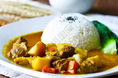 咖喱牛肉饭图片