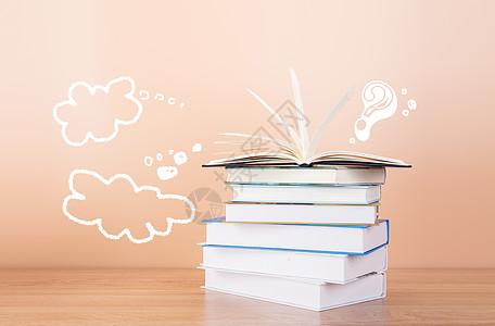 粉色书籍翻阅对话图片