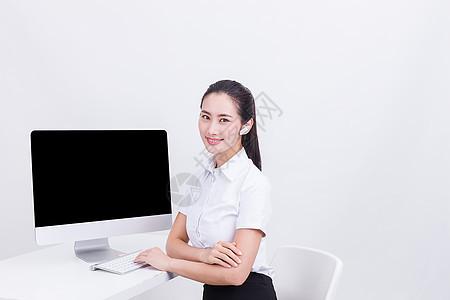 商务职业干练美女客服人员图片