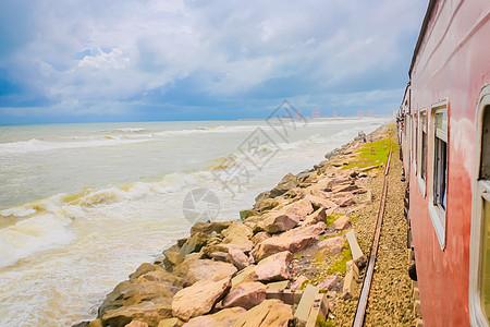 斯里兰卡千与千寻海边小火车图片