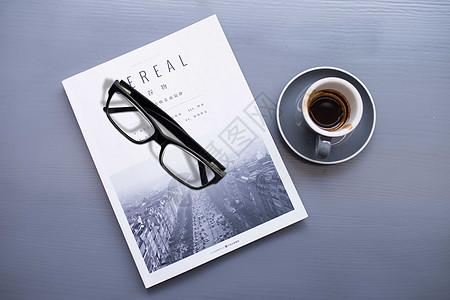 咖啡馆的书图片
