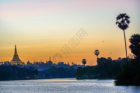 缅甸金色庙宇图片