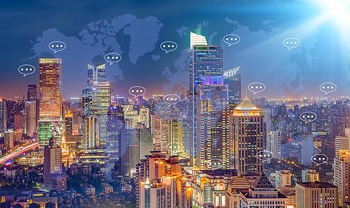 城市夜晚通过社交媒体网络聊天图片