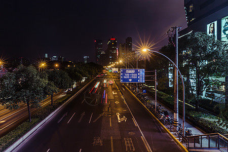 城市夜晚马路车流图片