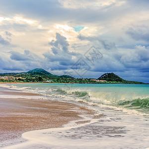 风雨欲来的海滩图片