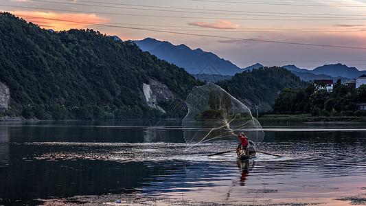 渔船撒网图片