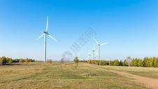 草原上发电风车图片