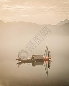 复古渔船图片