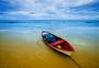 普吉岛的蓝天白云大海沙滩小船图片