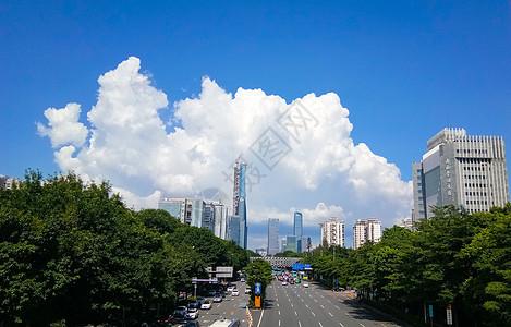 蓝天白云下的城市建筑及公路图片