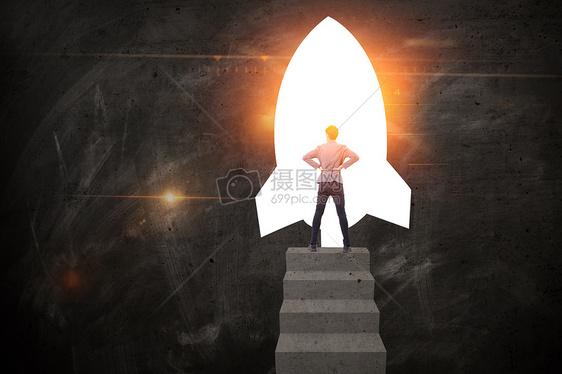 商务男对着火箭思考图片