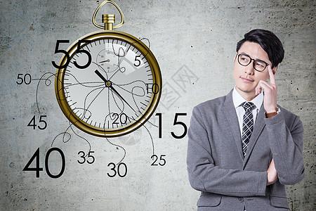 商务男对着时钟思考图片