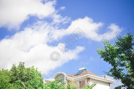蓝天白云下的房子图片