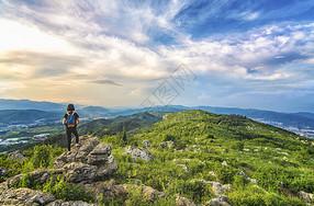 远行登山图片