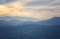 山峦起伏图片