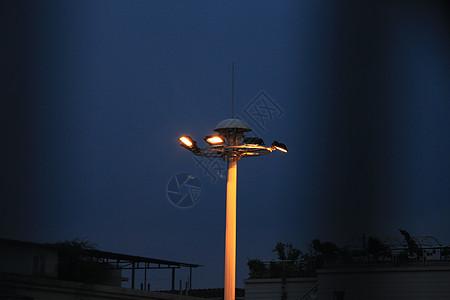 夜晚路灯图片