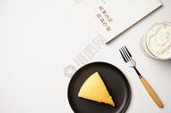 海绵蛋糕简约摆盘图片