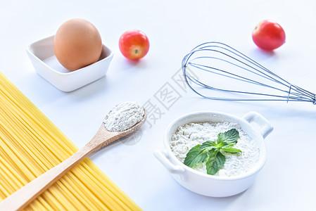 鸡蛋和意大利面图片