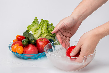 夏日清洗水果图片