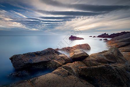唯美天空下的海岛红苔图片
