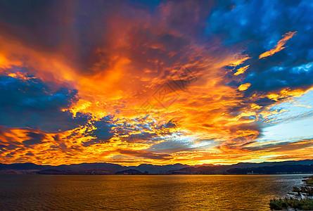 霞光万丈的火烧云图片