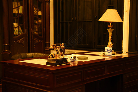 复古办公桌电话台灯图片