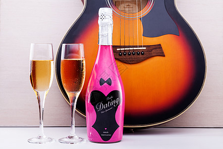美酒和吉他图片