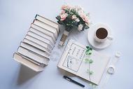 简约白色书桌图片