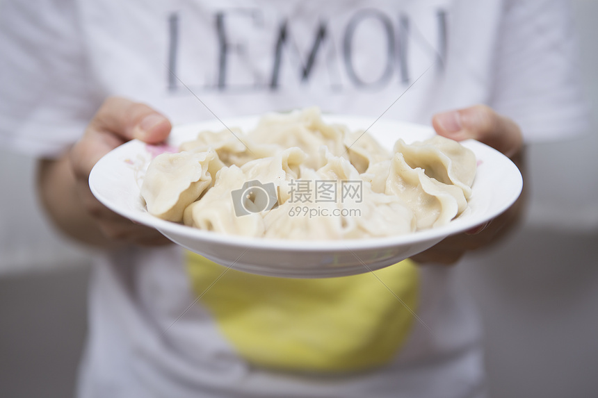 准备上桌的饺子图片