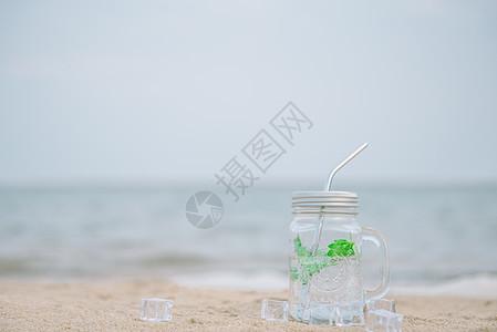 清爽夏日沙滩冰饮料图片