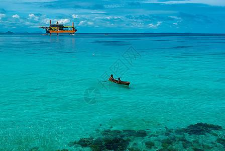 仙本那美丽大海上的小船图片