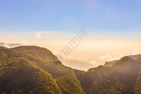 山峰远方日出图片